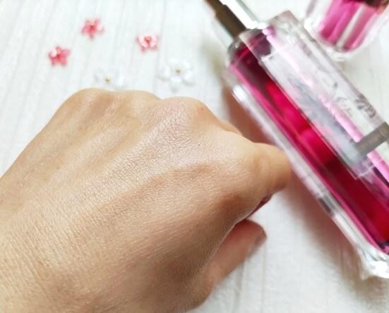 花想容 BEAUTY ESSENCEを塗った肌 効果